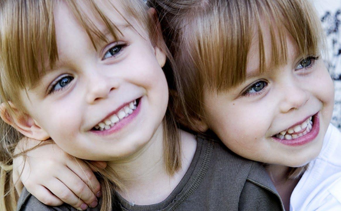 صور اولاد توام شاهد اجمل الاطفال التوائم حنان خجولة