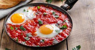 صور طريقة عمل البيض بالطماطم والبصل , وصفه البيض بالطماطم والبصل