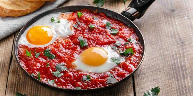 صورة طريقة عمل البيض بالطماطم والبصل , وصفه البيض بالطماطم والبصل