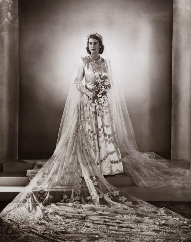 صورة صور فساتين ملكه , اعجب واجمل الفساتين الملكية