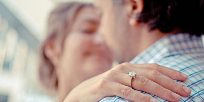 صورة اسرار الحب عند الرجل , علامات تكشف حب الرجل