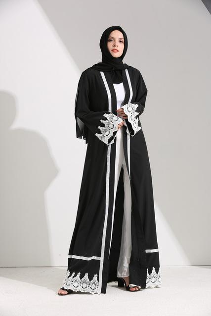 صورة احدث العبايات السوداء للبنات , المراة الخليجية لها طلة رائعة بهذه العبايات