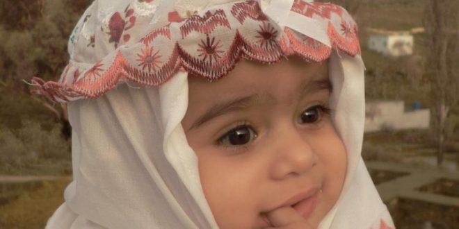 صورة خلفيات اطفال حلوين , طفل بضحكة جنان