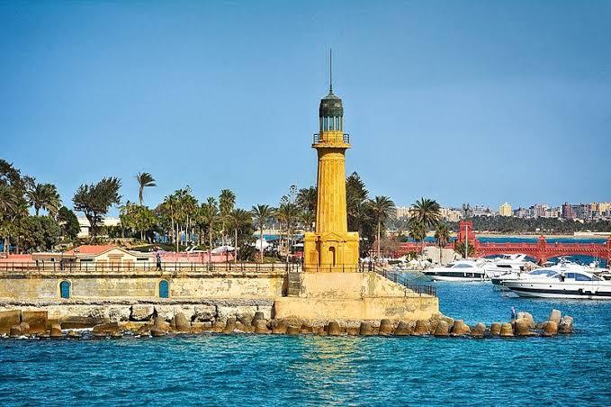 صورة ما هو الفنار , مبني رائع بني قديما للارشاد في البحر