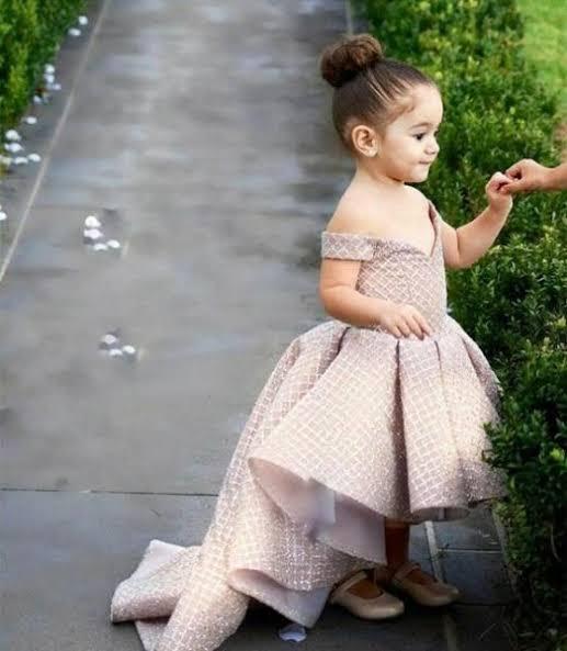 صورة فساتين سوارية للاطفال , في عيد ميلادها لازم احلى فستان لها